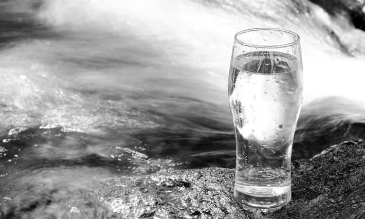 ウォータースタンドの水が天然水でないことを示した写真