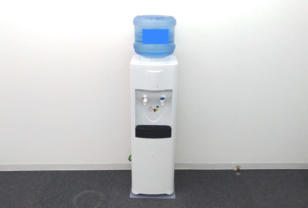 ボトルを上にセットするタイプのウォーターサーバー