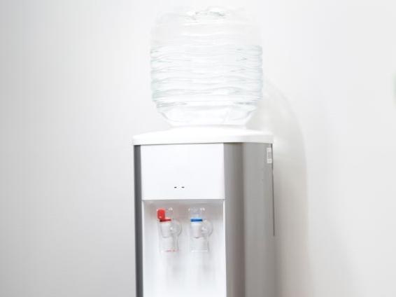 ボトル型ウォーターサーバーの写真