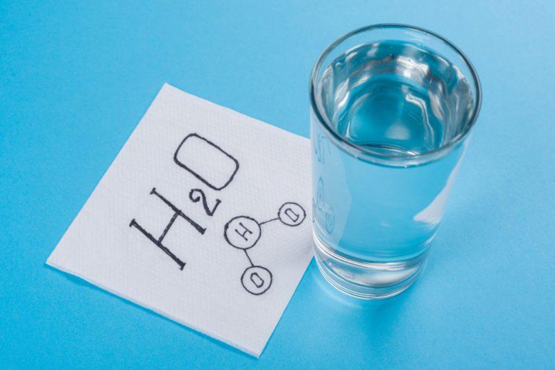 水の分子式 H2O