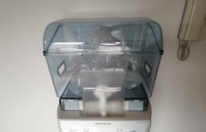 給水タンクに水を運ぶ富士桜命水